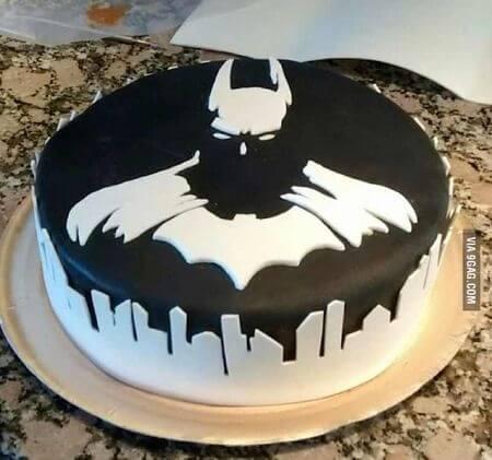 superhero cake - classic batman (1)